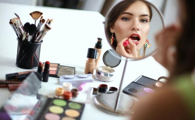 Makyaj Trendlerinde Bu Gün Ofis Makyajı