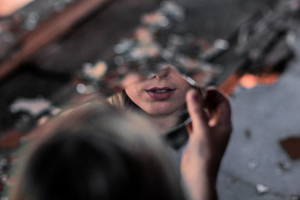 Aynayı Kendine Çevir